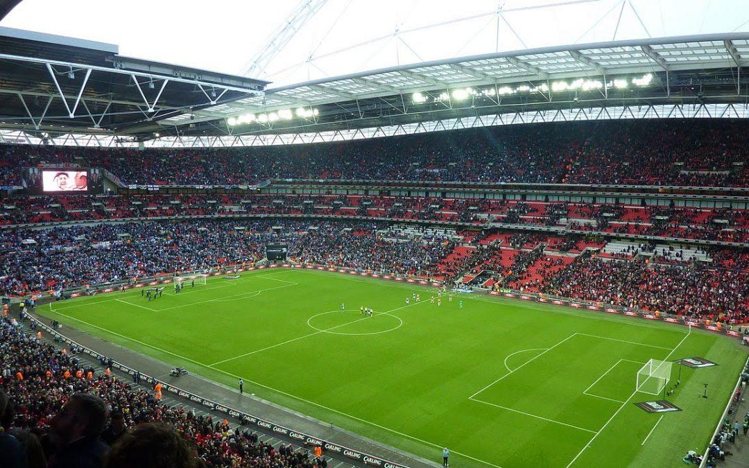¿ Qué clubs generan más por ceder el nombre de su estadio ?